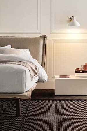 Aladino upholstered bed with wooden legs Pianca