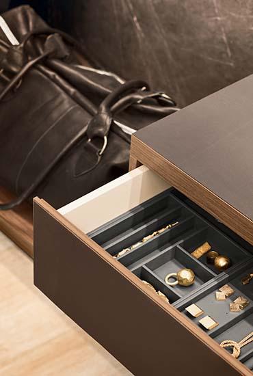 anteprima dettaglio cassetto con contenitori portagioielli Pianca