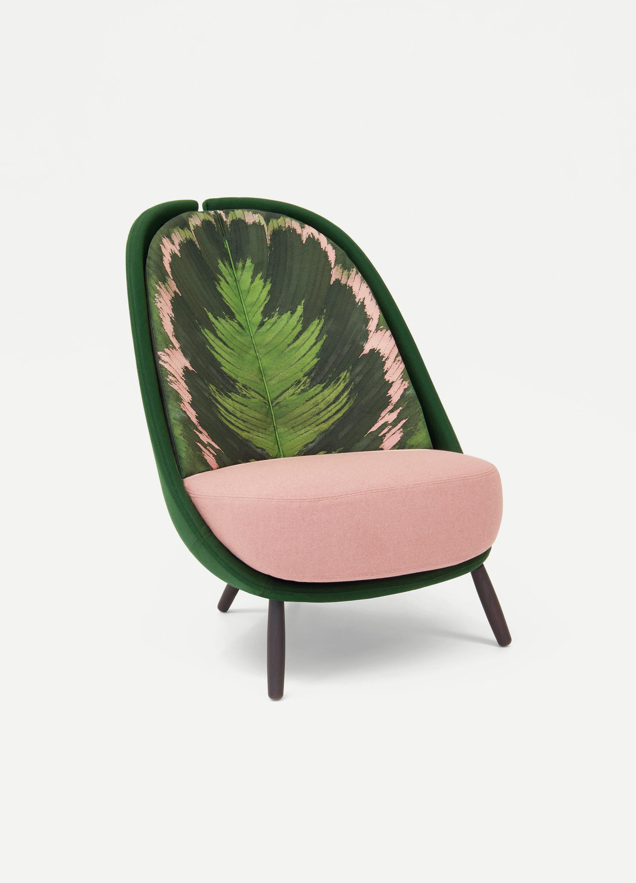 calatea poltrona con stampa foglie, moderna design cristina celestino vince il german design award 2019
