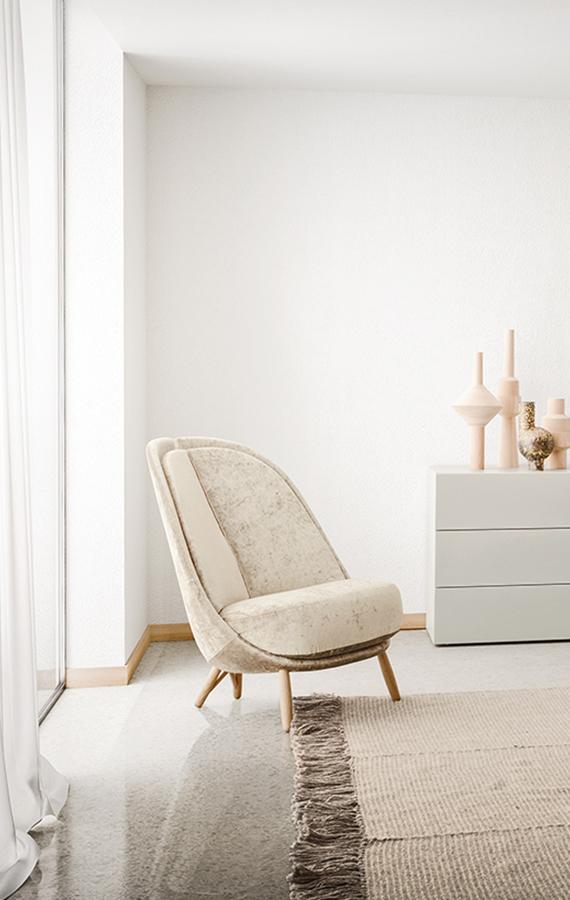 calatea poltrona in velluto beige e gambe in rovere naturale design Cristina Celestino per Pianca