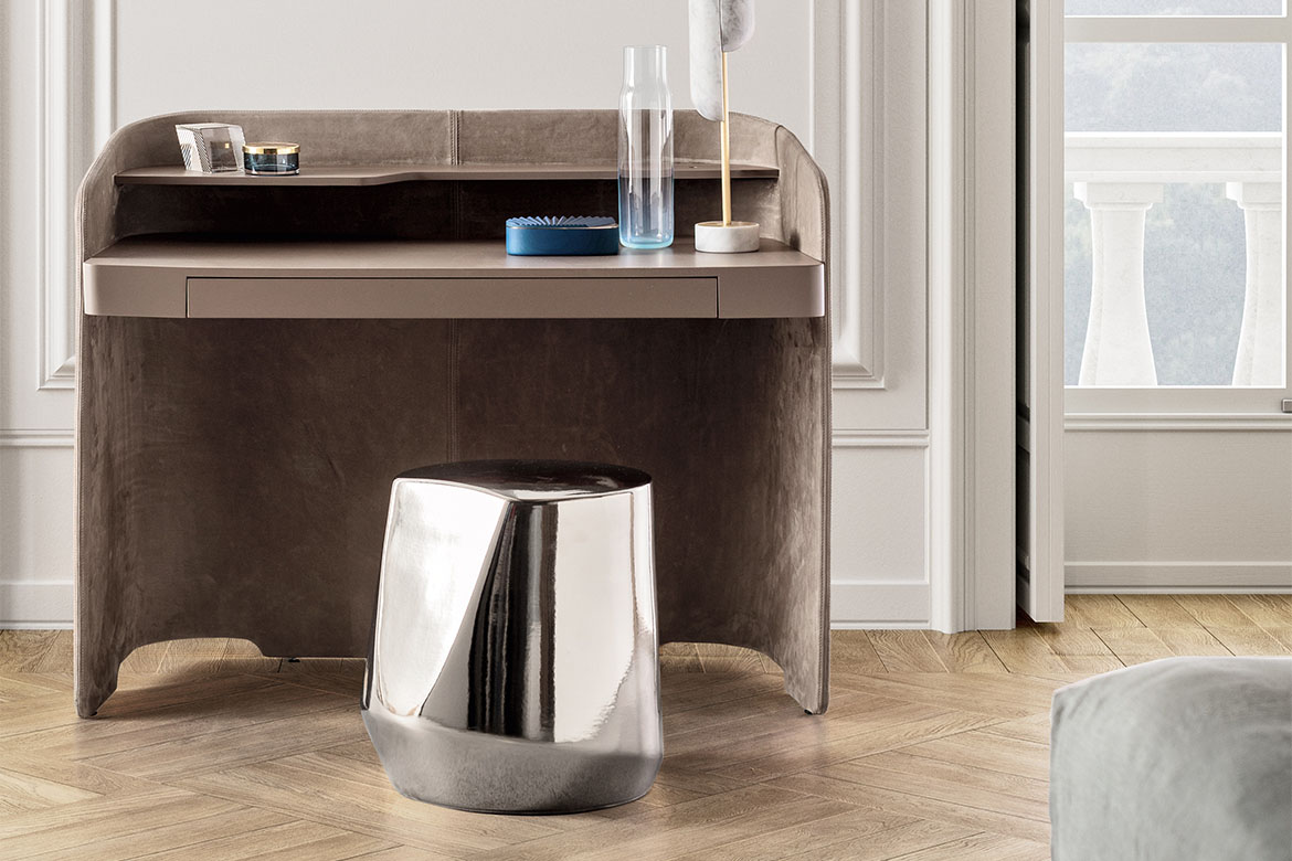 chloe desk with lacquer drawer, shelve, and structure with leather cover design Emmanuel Gallina