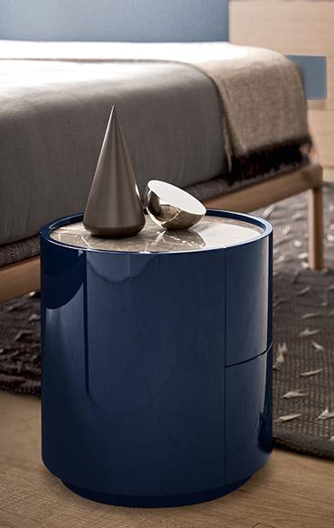 comodino rotondo a due cassetti laccato lucido blue con piano in marmo grafite Pianca