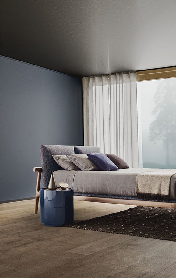 fushimi bed in solid wood design Philippe Tabet and dedalo round casegood Pianca