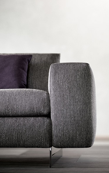 duo sofa with removible fabric with metal legs