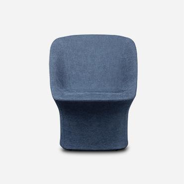 poltrona esse lounge con tessuto azzurro e basamento girevole con meccanismo di ritorno design Philippe Tabet per Pianca