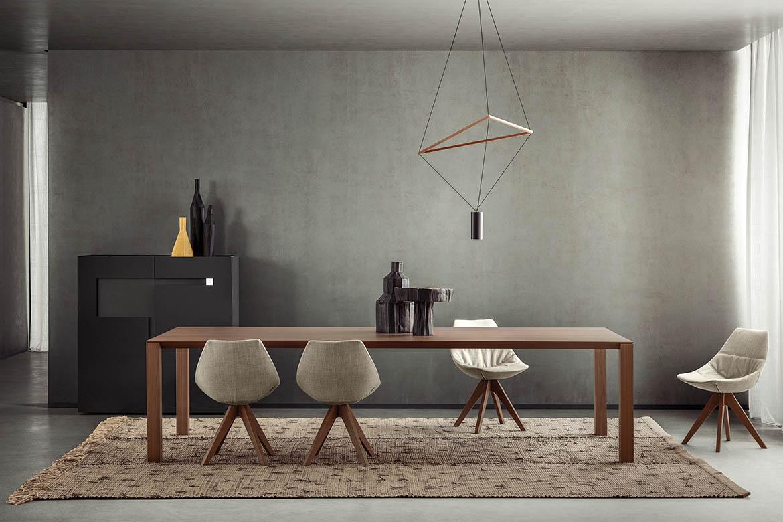 tavolo in legno su misura al centimetro woody design studio metrica e sedie gamma con gambe in legno e seduta in poliuretano pianca