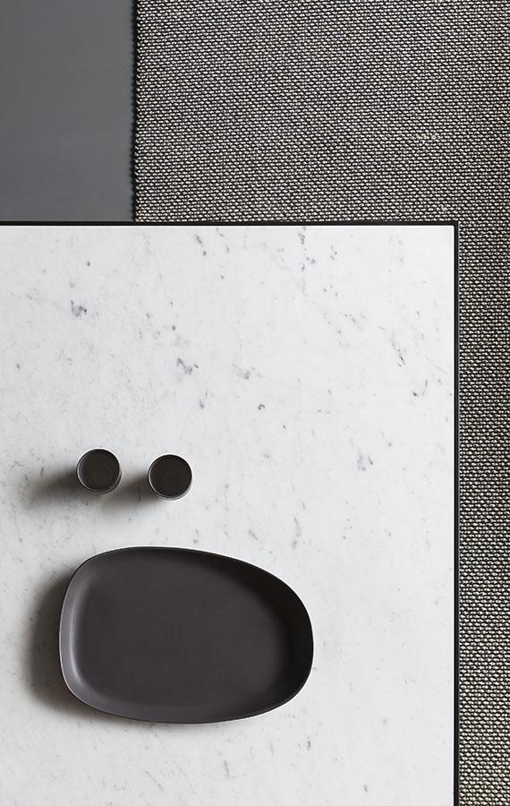 tavolino minimale essenziale con piano in marmo gioia di carrara