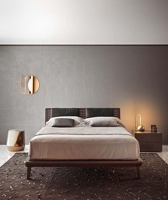letto in legno massello con cuscini imbotti per rivestimento testiera Pianca
