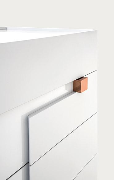 cassettiera laccato bianco lucido con pomello in rame design calvi brambilla per pianca