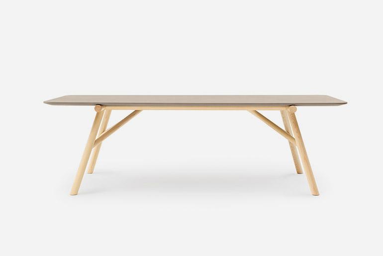 tavolo rettangolare con piano in cemento e base in legno maseelo di frassino Pianca