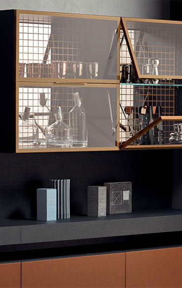 vetrina venere da soggiorno con ante ribalta in vetro, schiena in vetro serigrafato pianca