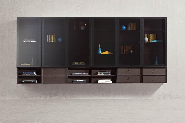 mobile design per soggiorno con porte in vetro