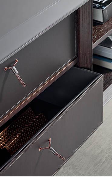 contenitori in cuoio marrone scuro per moduli a giorno