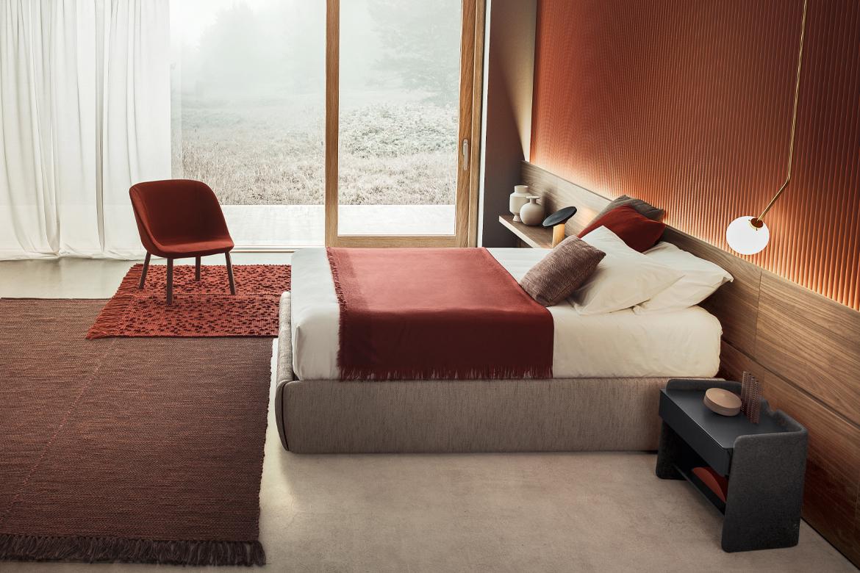 letto sommier con contenitore da affiancare a pareti attrezzate rivestite in tessuto o in legno boiserie Pianca