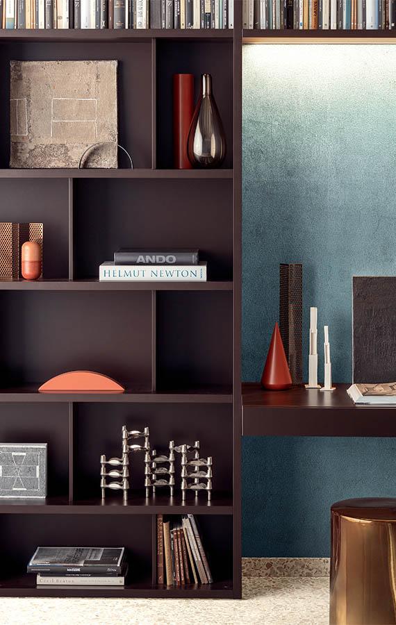 spazioteca libreria in legno laccato marrone cioccolato con divisori interni e scrittoio
