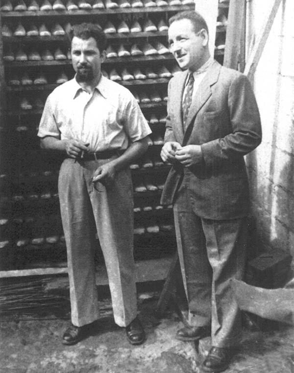 1948 Enrico e Giambattista, cugini-fratelli, emigrano in Venezuela. Lì, fondano un'azienda che produce forme per calzatura in legno
