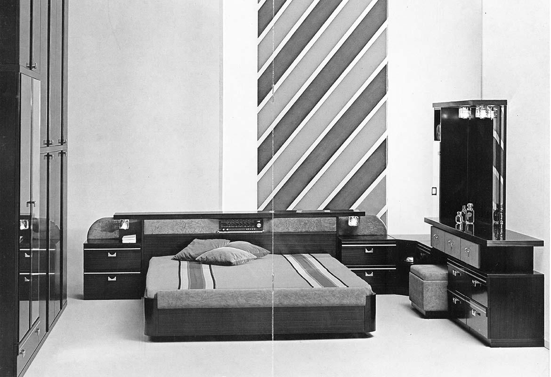 1970 L'introduzione del truciolare, novità assoluta nel settore, rende il mobile un prodotto realmente democratico Pianca