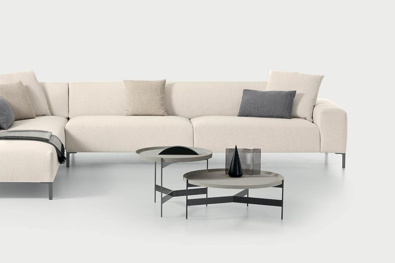 divano boston confezione liscio bianco, tavolino abaco con piano rimovibile come un vassoio pianca