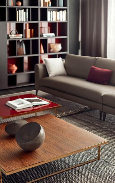 tavolino icaro con struttura in metallo verniciato e piano in laccato rosso tabasco o piano in legno palissandro pianca