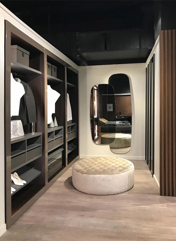 eden pouf con lavorazione capitonnè, specchio oltre design emilio nanni per pianca high point market fall 2019