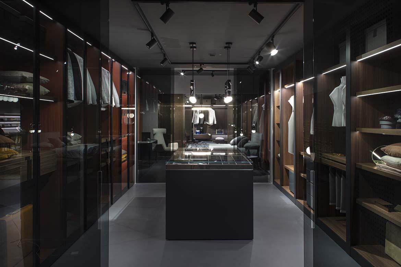 cabina armadio pianca in showroom a gaiarine
