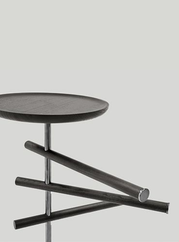 servomuto con asta appendi abiti e piano portaoggetti in legno rovere grigio design cmp studio per pianca