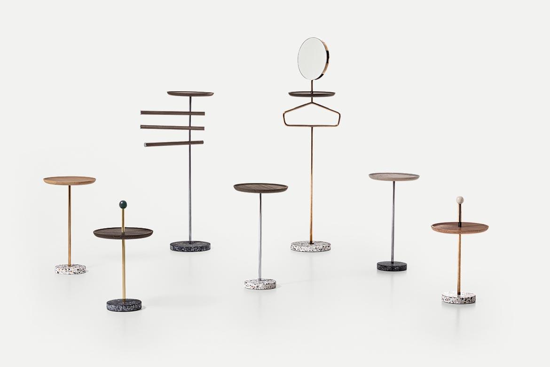 collezione contralto composta da servomuto con specchio, asta appendiabiti, tavolini freestanding design cmp studio per pianca