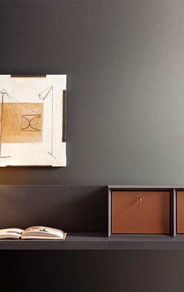 dettaglio mensola scrittoio in legno grigio pianca