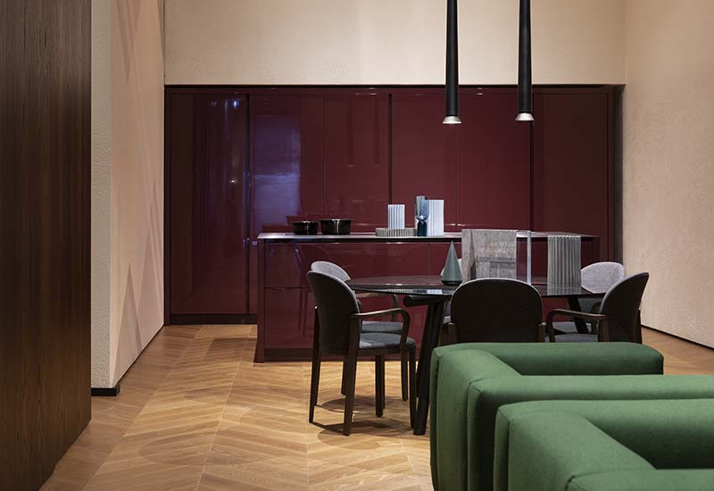 Furniture, interior doors, security doors, windows, wood panelling, wallpaper, lighting and office systems: Pianca & Partners offers a massive range of products to meet the most diverse contract project requirements.