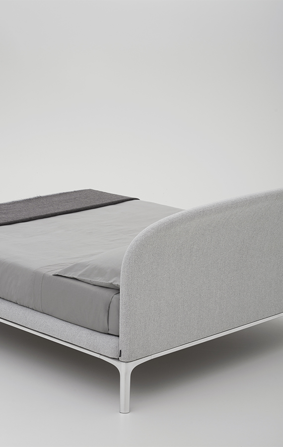 Rada letto imbottito moderno design Philippe Tabet