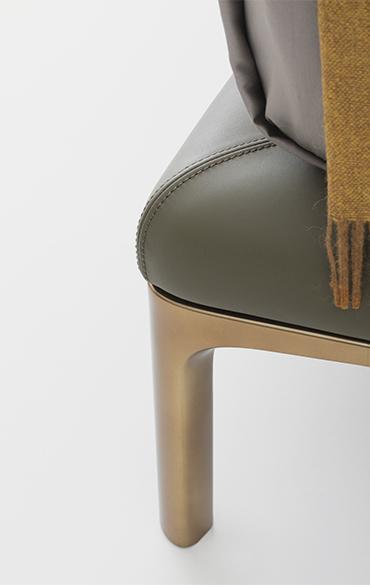 Rada letto con rivestimento in pelle moderno design Philippe Tabet