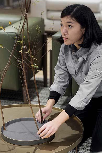 Per il Flagship di Pianca a Green Pea, lo studio giapponese ha definito un allestimento costituito principalmente da composizioni Kukido: un nuovo approccio al design floreale, per promuovere una produzione organica, locale e stagionale del verde.