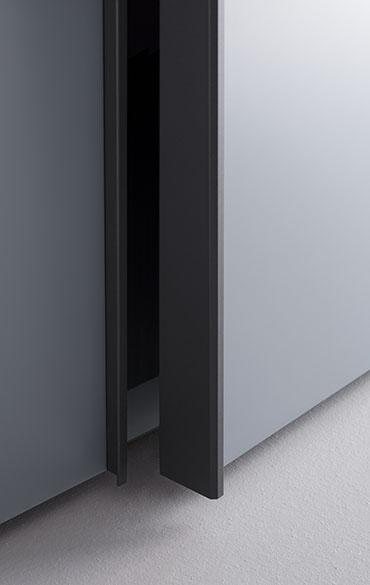 Pianca armadio Amalfi con anta legno con apertura battente, scorrevole, complanare e cardine, disponibile in laccato opaco ed essenza