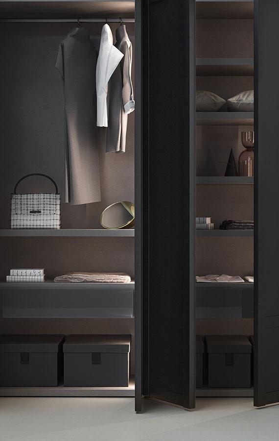 PIANCA Verona armadio anta legno con apertura battente e complanare disponibile in essenza e in laccato opaco