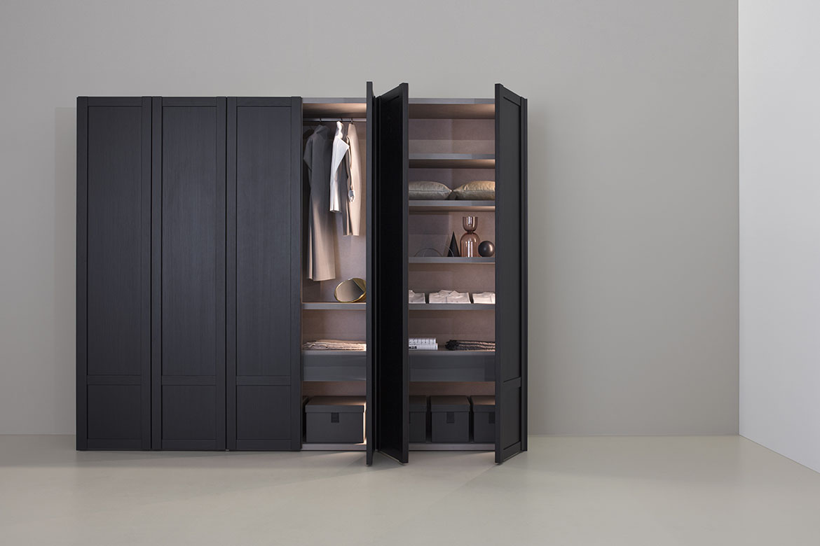 Pianca Verona wardrobe with hinged and flush-sliding wooden doors, available in wood and matt lacquered finishes