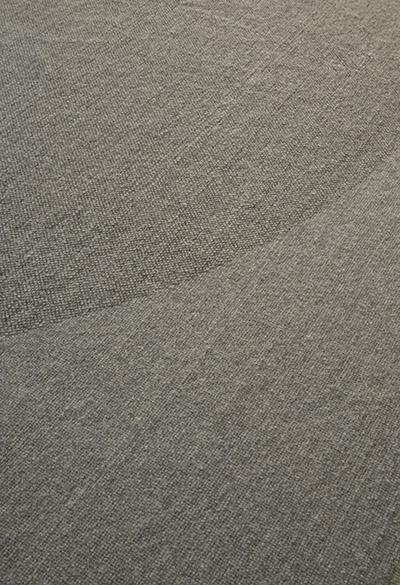 tappeto in lana a pelo corto, fatto a mano in italia