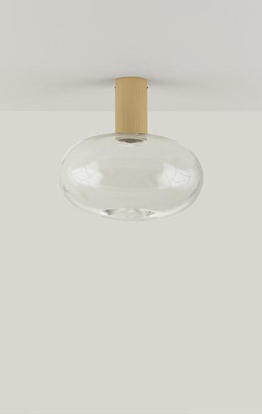 lampada da soffitto con struttura in ottone e calotta in vetro trasparente di design moderno