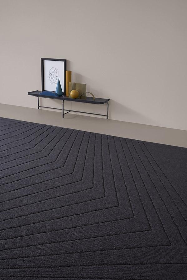tappeto dalle forme geometriche pianca